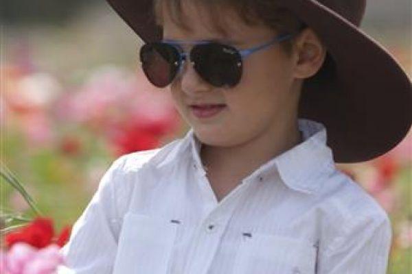 childrenphoto090308F0C6-4F2A-7B0F-1AF3-F11E68267A9C.jpg